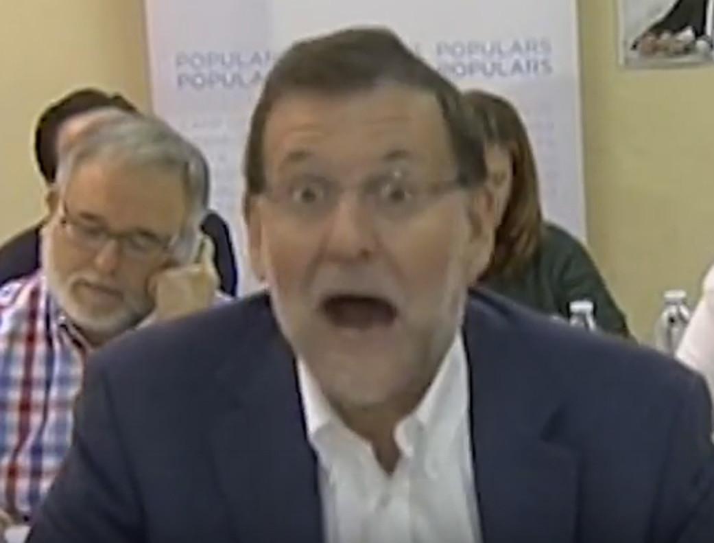 Captura de pantalla de Youtube de la cara de Mariano Rajoy cuando un militante del PP le confundió con el presidente de la República