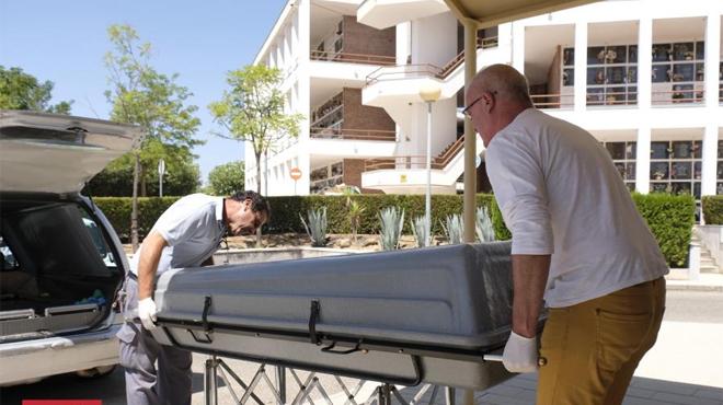 El féretro con los restos de Miguel Blesa llega al Instituto de Medicina Legal de Córdoba