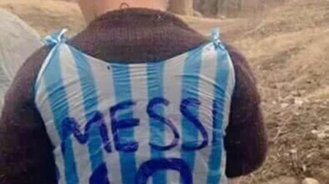 La samarreta de Messi que es fabrica un nen iraquià amb una bossa de plàstic emociona a les xarxes socials
