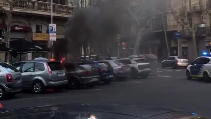 Vídeo registrado por un vecino que presenció el fuego de estedomingo por la tarde.