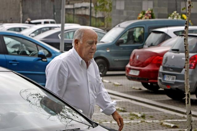 Amancio Ortega, en el tanatorio coruñés donde se vela a Rosalía Mera