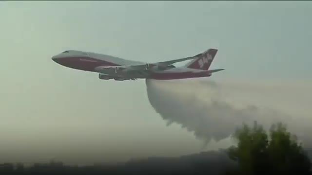 Un vídeo mostra els avions supertanc lluitant contra els incendis a Xile