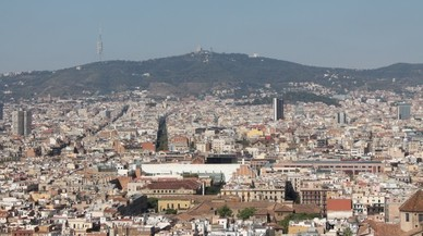 La renta bruta familiar disponible estimada de Barcelona el 2015 se situó en 19.775 euros anuales.