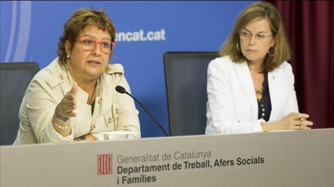 La 'consellera' de Treball, Dolors Bassa (izquierda), junto a la directora del SOC, Mercè Garau.