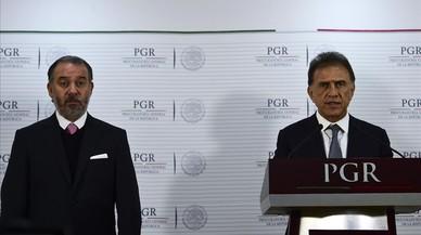 El fiscal general de México, Raúl Cervantes (izquierda) y el gobernador de Veracruz, Miguel Ángel Yunes, el pasado 10 de enero.