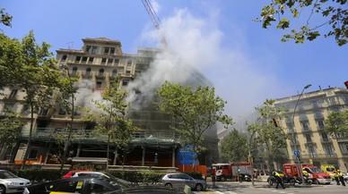 Incendio en un edificio de Gran Via con Pau Claris, en Barcelona.