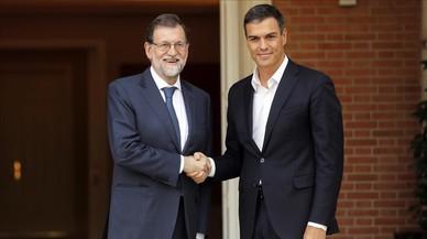Gobierno y PSOE quieren tramitar sin prisa el 155 para dar margen a Puigdemont