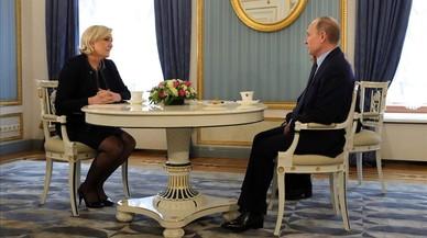 Le Pen y Putin, en su encuentro en Moscú.