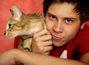 El Rubius�con su gato en una foto promocional