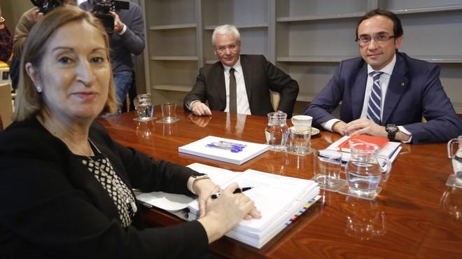 La ministra de Fomento, Ana Pastor, recibe al 'conseller' de Territori i Sostenibilitata, Josep Rull.