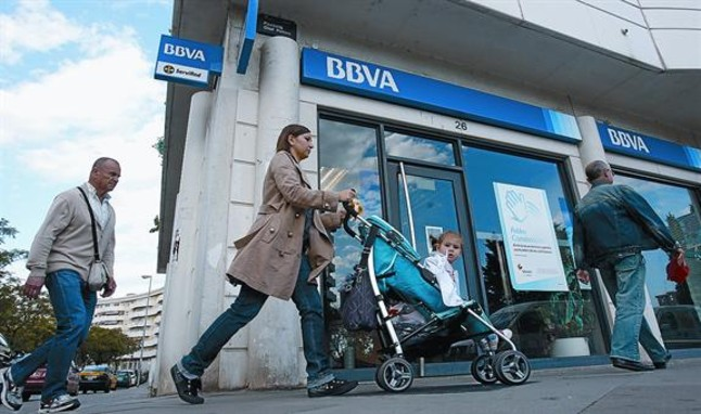 El bbva elimina la marca unnim y cierra 91 oficinas en for Bbva oficines barcelona