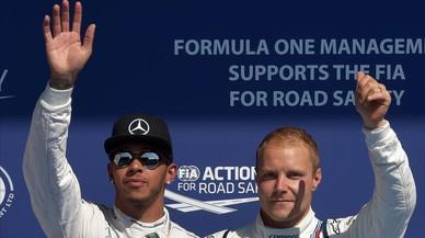 Valtteri Bottas, junto a Lewis Hamilton, en el Gran Premio de Bélgica del 2015.