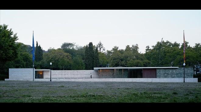 Vista exterior del Pabell�n Mies Van der Rohe.