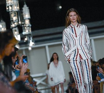 Tommy Hilfiger embarca a la mujer en un viaje nutico_MEDIA_1