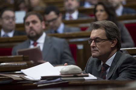Artur Mas, en primer trmino, y Oriol Junqueras, detrs, este mircoles en el Parlament. 