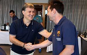 Martino y Messi se saludan en el hotel de Oslo. FCB