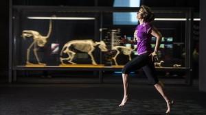 Eva Botello, en el interior del Museu Blau, junto a la curva del Fòrum, otra imagen del maratón 2015.