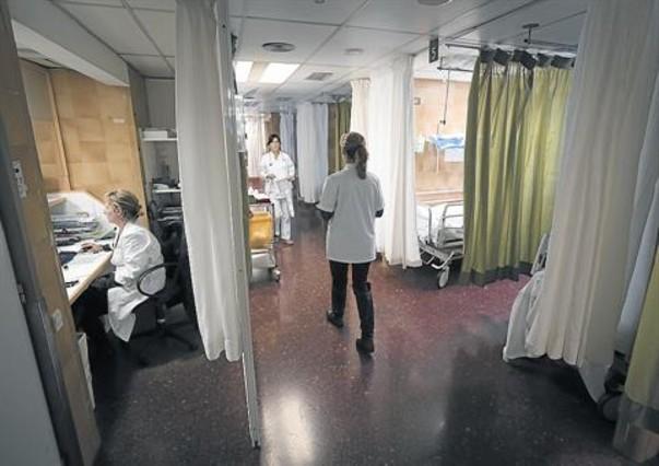 Hospital 8 Varias enfermeras, en el servicio de urgencias del Clínic de Barcelona.