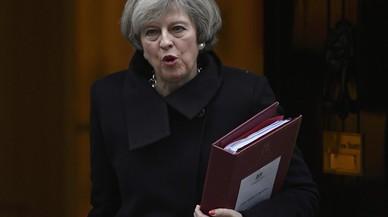 """May avisa que una Escòcia independent """"estaria fora de la UE"""" i rebutja un altre referèndum"""