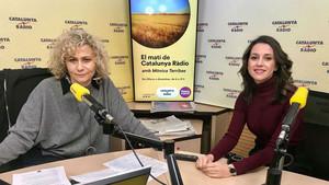 Mònica Terribas e Inés Arrimadas, este viernes, en los estudios de Catalunya Ràdio.