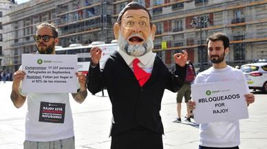 Un capgròs de Rajoy recorrerà Espanya per viure el drama dels refugiats que venen de Síria