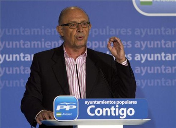 Montoro anuncia un plan para que comunidades abonen las deudas con los ayuntamientos
