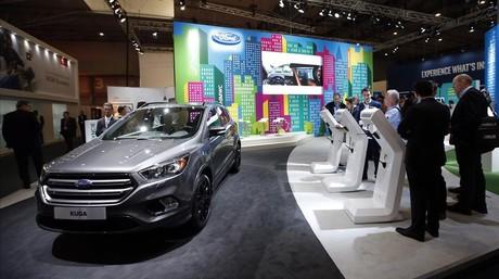 Espacio de Ford en el Mobile World Congress (MWC) de Barcelona con el modelo Kuga.