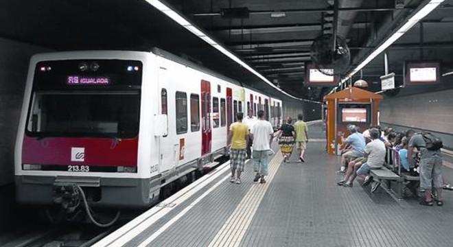 Estaci�n de Ferrocarrils de la Generalitat de la plaza de Espanya, que desde el 2013 ofrece m�s conectividad.