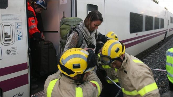 Descarrila un Euromed a Tarragona sense causar ferits al xocar contra una roca