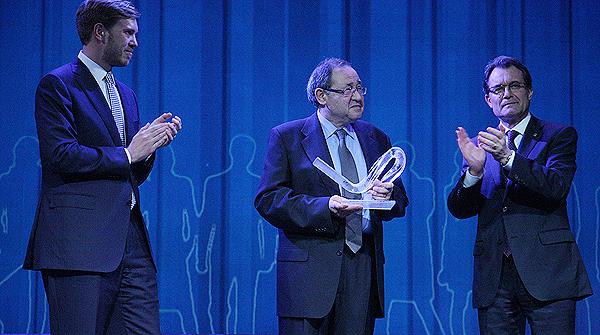 Josep S�nchez de Toledo recibe el premio Catal� de l'any 2012.