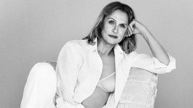 La actrizLauren Hutton posa en sujetador para la nueva campaña de Calvin Klein.