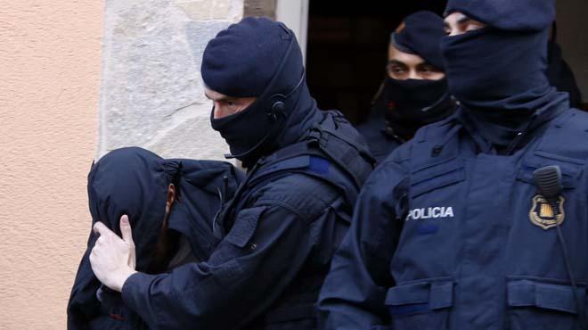 Los yihadistas detenidos en Roda de Ter habían captado a dos mujeres catalanas