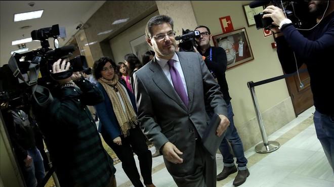 El ministro Rafael Catalá,en el Congreso, al recoger su acta de diputado.