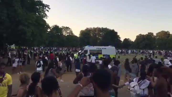 Un polic�a apu�alado en una batalla campal en Hyde Park, Londres.