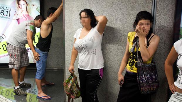 Mossos y Guardia Urbana de Barcelona refuerzan las patrullas en el metro para reducir los hurtos