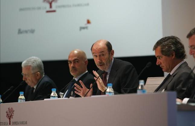 """Rubalcaba acusa a CiU y PP de """"liarse a banderazos"""" para esconder los recortes"""