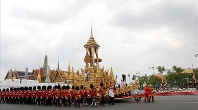Una masiva procesión culminará con la cremación del rey de Tailandia
