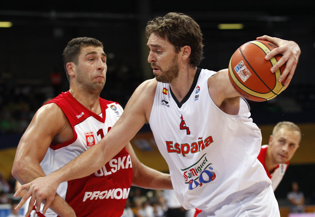 Paul Gasol, right, of Spain is challenged by Adam Hrycaniuk