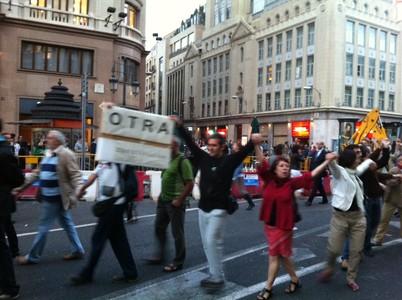 Los manifestantes del cerco al Congreso han realizado este martes una cadena humana.