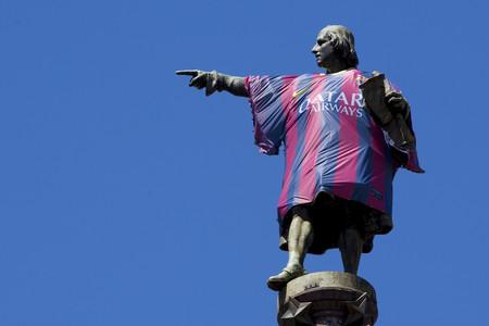 La campaña publicitaria de Nike viste a la estatua de Colón con la nueva camiseta del Barça.