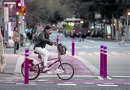 BALIZAS V�a ciclista en Diagonal con Bruc.