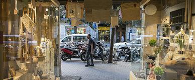 Comercio de la calle de Gran de Gr�cia, uno de los ejes de Barcelona Comer� donde pueden abrir los domingos, ayer.