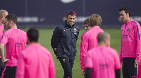 Luis Enrique dirige el �ltimo entrenamiento del Bar�a antes de enfrentarse al Sevilla.