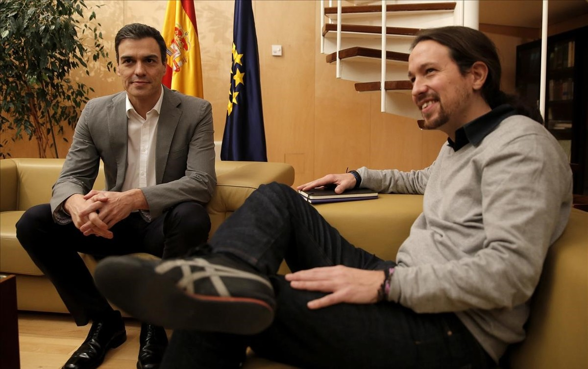 Pedro Sánchez y Pablo Iglesias en una reunión en el Congreso.