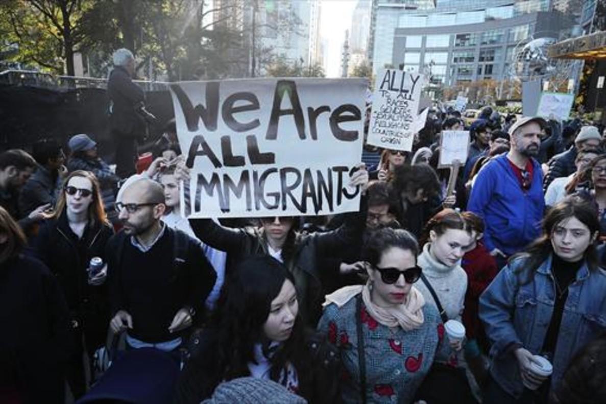 NUEVA YORK Protesta contra los planes de Trump sobre inmigración.