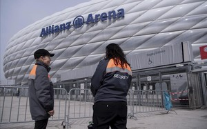 undefined38029495 employees of a security service stand outside the allianz ar170412133828