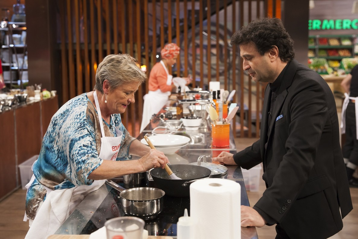Edurne, cocinando en Masterchef