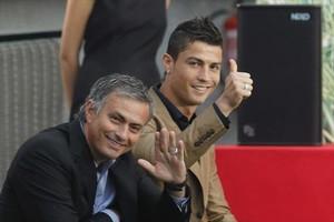 José Mourinho y Cristiano Ronaldo, en una entrega de premios del 2011.