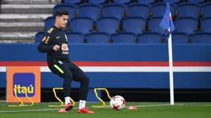 marcosl40864065 brazil s midfielder philippe coutinho plays with the ball du171116174225