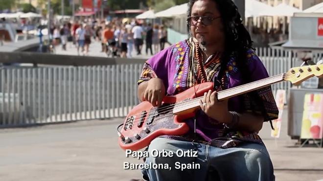 75 cubanos cantan 'Guantanamera' por el cambio en todo el mundo.